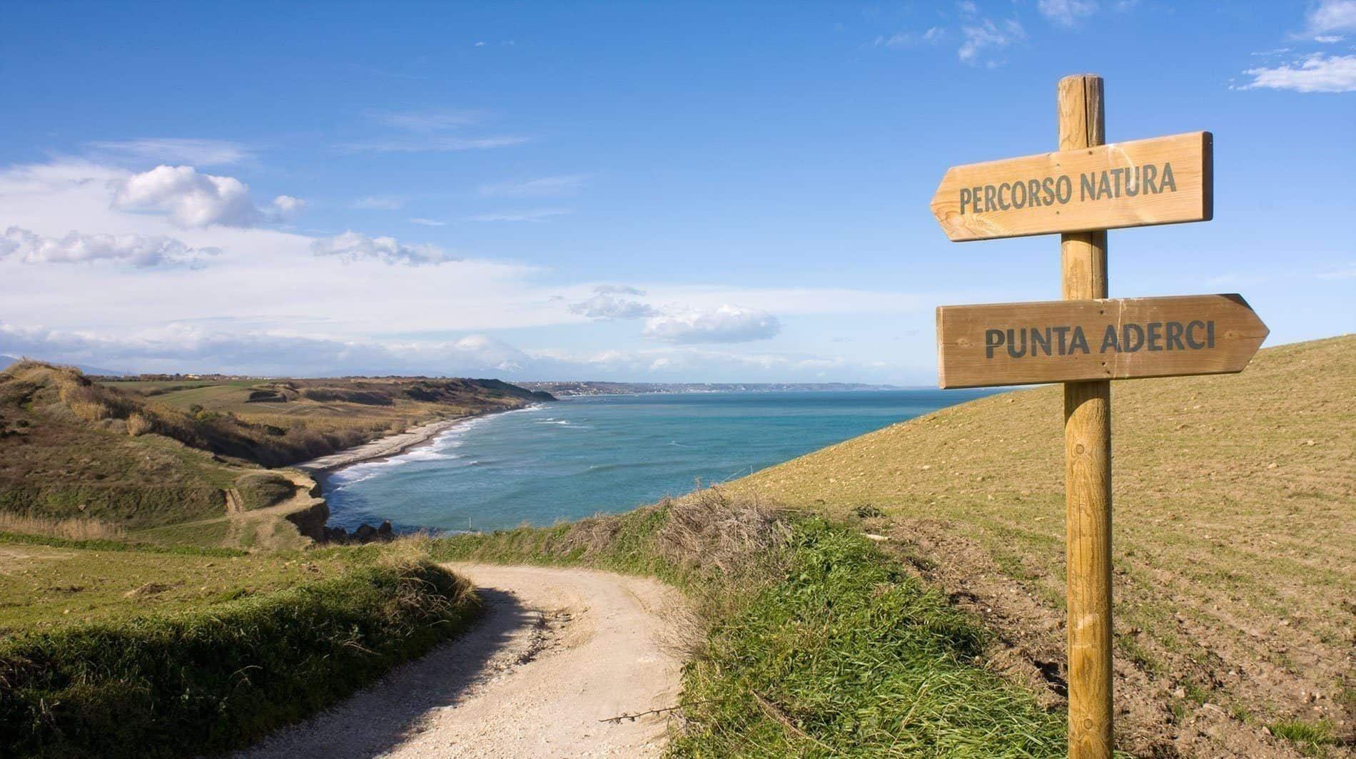 Li fai 2 passi in paradiso? 5 spiagge selvagge da raggiungere a piedi 👣